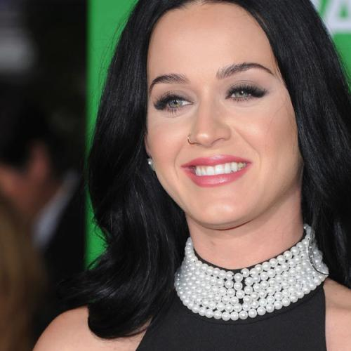 Does Katy Perry Actually Have A Nike Tick On Her Tooth?!