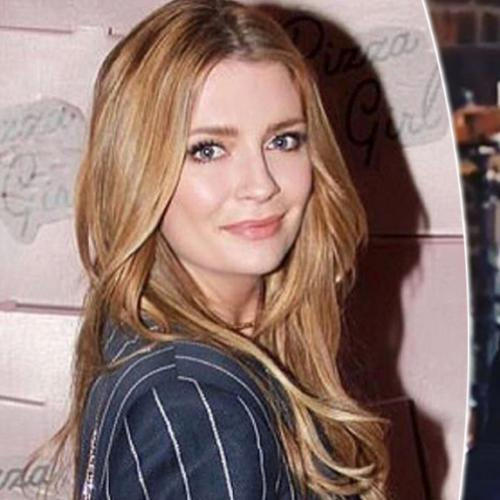 Does Mischa Barton Get Together With Justin Bobby?