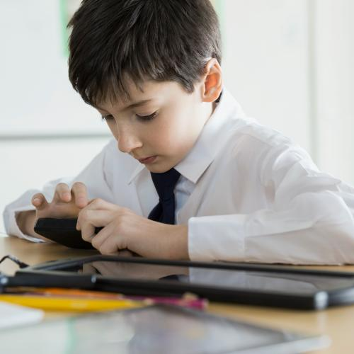 Prestigious Sydney School Bans Mobile Phones And Laptops