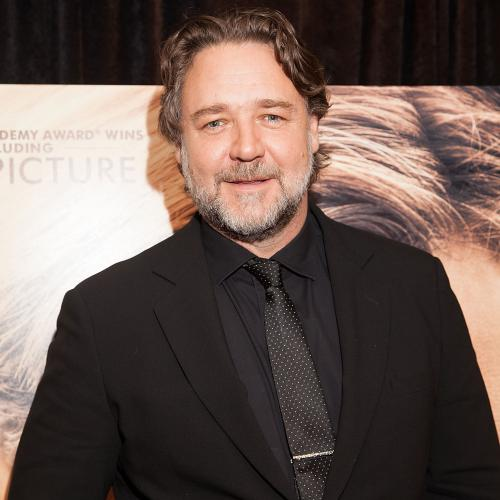 "Russell Crowe Praises Aussie Singer Amy Shark Calling Her An ""Incredible Talent"""