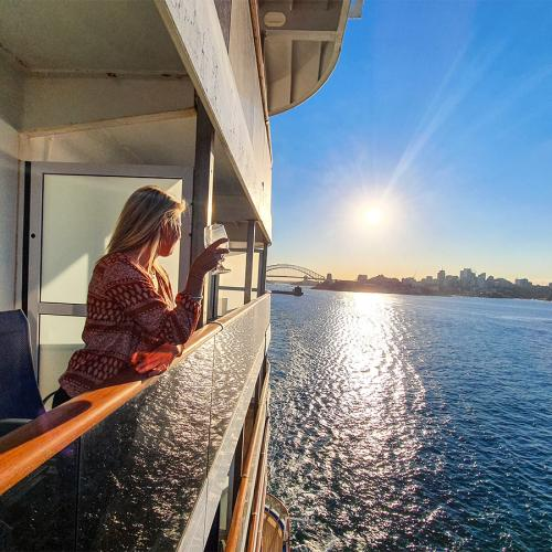 Give A Big Aussie Welcome To Carnival Splendor With KIIS 1065
