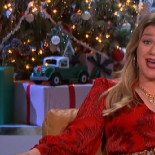 Kelly Clarkson Suffers Big Injury While Filming Her Christmas Talk Show